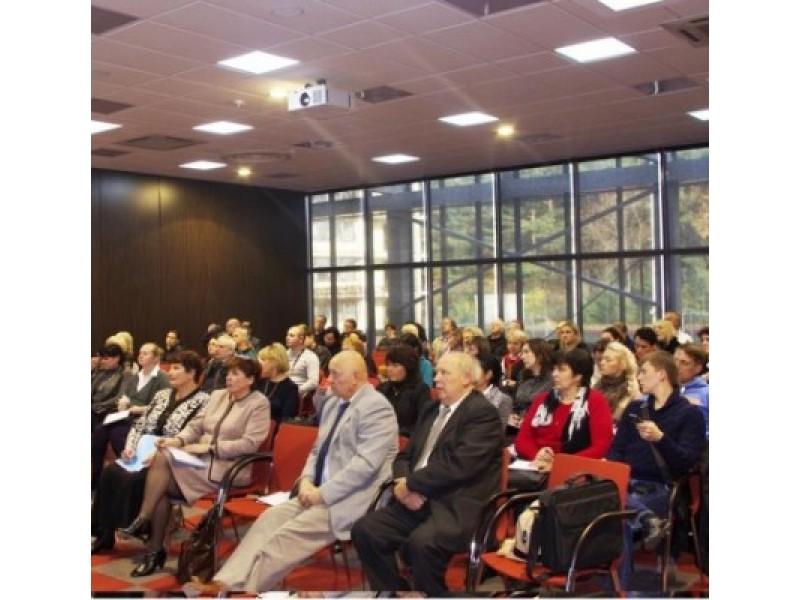 """Ketvirtadienį viešbučio """"Vanagupė"""" konferencijų salėje Palangos VMVT organizavo seminarą viešojomaitinimo įmonių vadovams dėl nuo lapkričio pirmosios prasidėsiančio jų įmonių reitingavimo."""