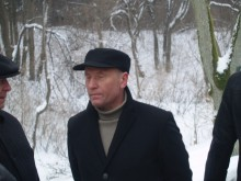 """Ko dar galima tikėtis iš R. Palaičio, desperatiškai kartu su sijonuotu """"prisikėlėliu"""" A. Valinsku ir parodiją primenančio """"Trečio kelio"""" postringautoju, liberalcentristų pirmininku A. Čapliku pasiryžusio įsisprausti į Seimą?"""