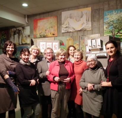 """Praėjusį penktadienį dailės salone """"Mostas"""" atidaryta tradicinė kalėdinių atvirukų paroda."""
