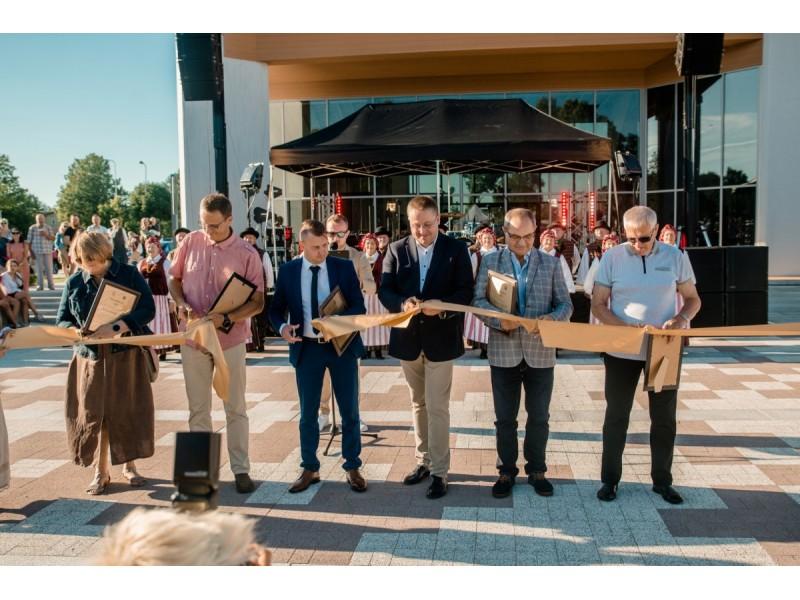 Šventojoje iškilmingai atidaryta centrinė aikštė (FOTOGALERIJA))