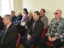 Kartu su bendruomenės nariais salėje – (iš kairės) A.Umbrasas ir Ž.Kažys.