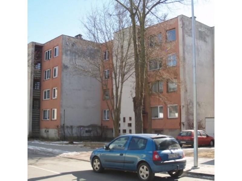 """Dvidešimties butų namo atnaujinimas kainuos 630 tūkst. 586 Lt – tokią kainą pateikė konkursą laimėjusi bendrovė """"Pamario statyba""""."""
