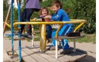 Vaikams parko dar teks palaukti – darbai vaikų parke užsitęsė