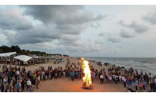 Senovinė ugnies naktis Palangoje kvies dar kartą prisiminti Baltijos šalių vienybę