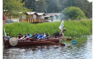 """Kviečia dalyvauti """"Vikingų"""" laivų lenktynėse Šventojoje"""