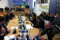 Taryba šurmuliavo tarsi prieš rinkimus, Eugenijus Simutis – paklausimų čempionas