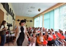 """""""X faktoriaus"""" finalininkė Marija Beržė Palangos ,,Pušyne'' stovyklaujantiems vaikams auksinėmis širdimis padovanojo itin šiltą ir nuotaikingą koncertą."""
