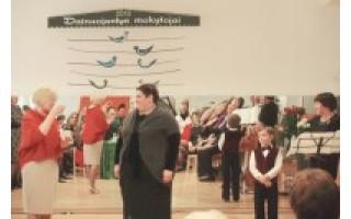 Dainuojantys mažųjų mokytojai surengė antrąjį dainų festivalį