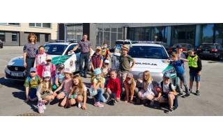 """Palangos """"Baltijos"""" pagrindinės mokyklos 1 – okai aplankė Palangos policijos komisariatą"""