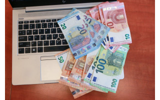 Palangiškę parklupdė patiklumas – pensininkė prarado santaupas, net 9 225 eurus