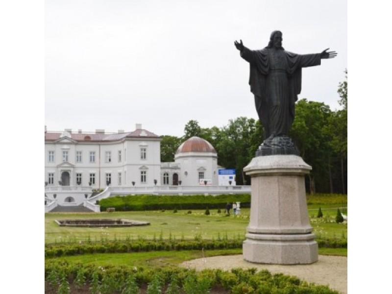 Atnaujinti Tiškevičių rūmų fasadai nušvito pirmapradžiu grožiu