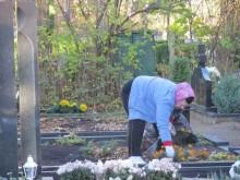 """Darbo netrūksta ir kapinių aplinką prižiūrintiems """"Palangos komunalinio ūkio"""" darbuotojams."""