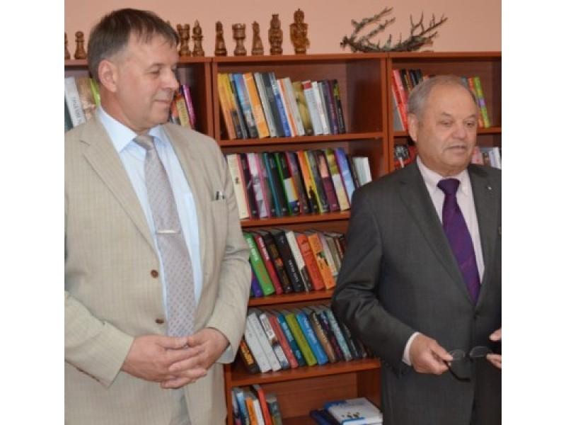 Iš kairės: gubernatorius  Riho Rahuoja ir Palangos reabilitacijos ligoninės direktorius Virginijus Biskys.