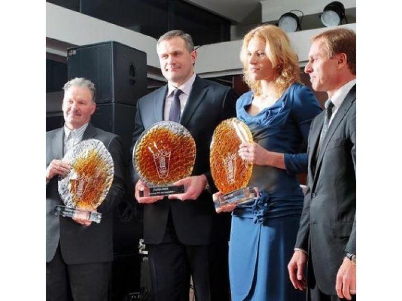 Apdovanojimus atsiėmė V. Alekna ir A. Skujytė.  (LLAF nuotr.)