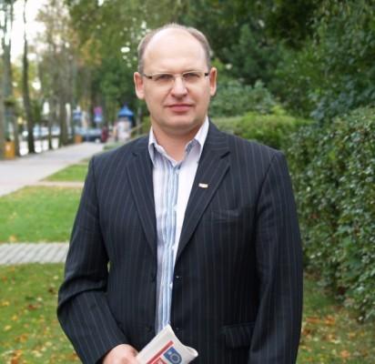 """R.Makauskas: """"Dabar svarbu pasiekti principinio sutarimo, kad palangiškių transporto priemonių stovėjimas nebūtų apmokestinamas rinkliava""""."""