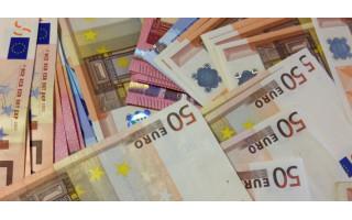 Pietaujant J.Basanavičiaus gatvėje iš kliento striukės kišenės dingo 3000 eurų