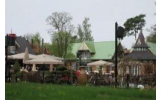 Grafų Tiškevičių draugų bei giminių pamėgtasis fachverkinių vilų kompleksas