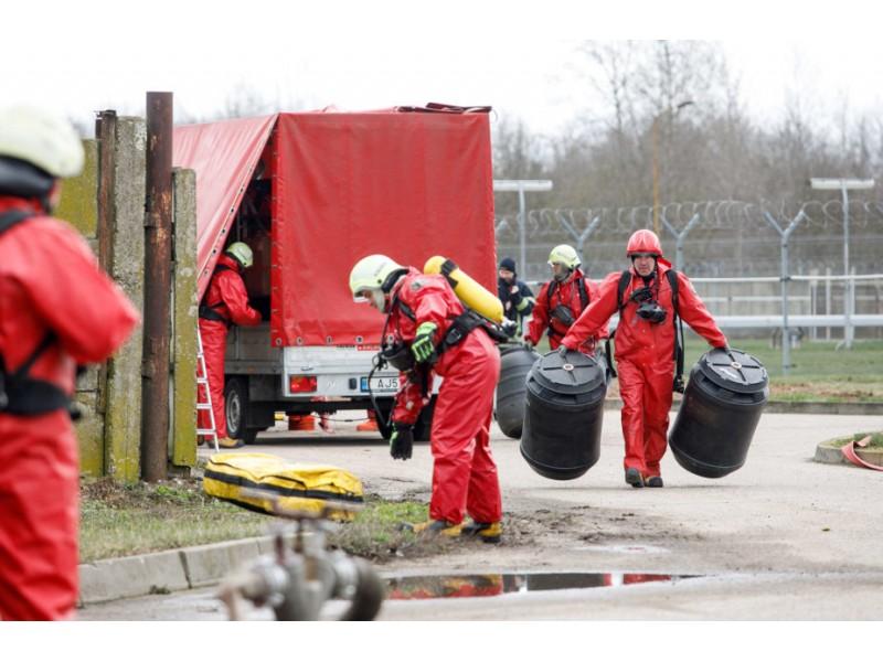 Neįprasta užduotis ugniagesiams Palangoje: išvalyti ir išplauti BMW bagažinę