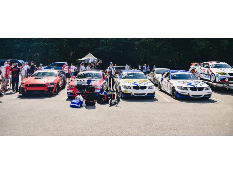 """Palangoje pakelta didžiausiu automobilių žiedinių lenktynių festivaliu Baltijos šalyse vadinamų """"Aurum 1006 km lenktynių"""" vėliava (FOTO GALERIJA)"""