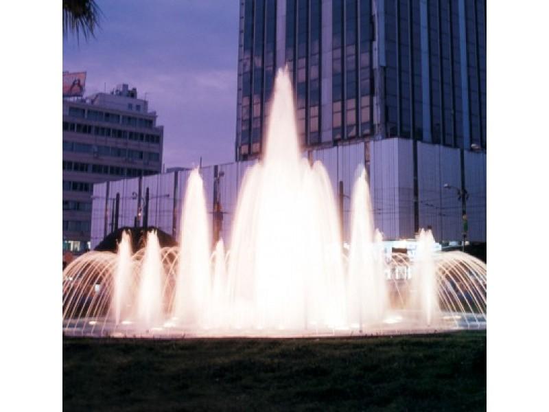 Muzikuojantis fontanas stebins vandens ir spalvų šokiu