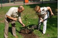 A. Sebeckui ir dabar labiausiai patinka sodininko darbas.