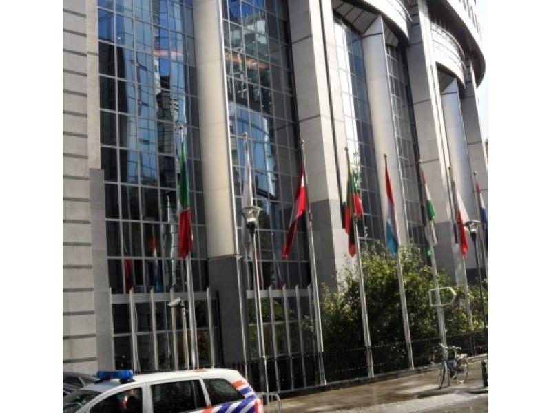 Lietuva – kaip aikštinga mergaitė: norisi semti Europos Sąjungos pinigus, bet jai atsiverti - baisu