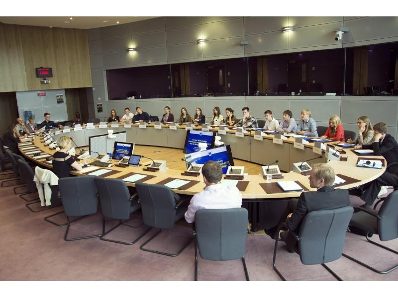 Kelionės metu klausėmės ne vieno įdomaus pranešimo apie Europos Sąjungos institucijų darbą. Europos komisijos atstovybės Lietuvoje nuotr.
