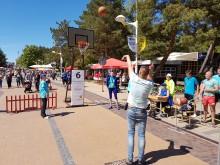 Rankos taiklumą buvo galima ir krepšinio aikštelėje.