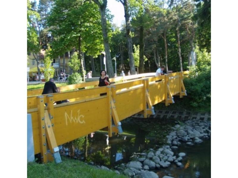"""Rugpjūčio mėnesį pėsčiųjų tiltas per Rąžę turėtų pasipuošti memorialine lentele """"Poeto Josifo Brodskio tiltas""""."""