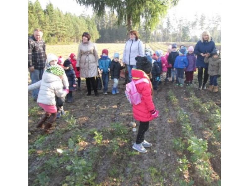 """""""Ąžuoliuko"""" vaikučiai pažino gamtą ir mokėsi kaip su ja elgtis"""