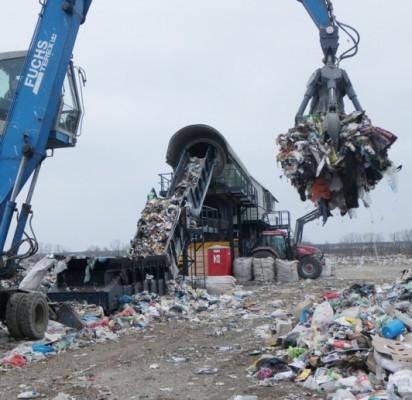 """""""Vartų mokestis"""": atliekų sutvarkymas šiemet Klaipėdos regione pabrango, nes atliekos perrūšiuojamos ir deginamos, kad jų kuo mažiau patektų į sąvartyną."""