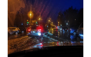 Penktadienį po liūties skendo Palangos Sodų gatvė: patekti į automobilį buvo įmanona tik brendant aukščiau kulkšnių (PILDOMA)