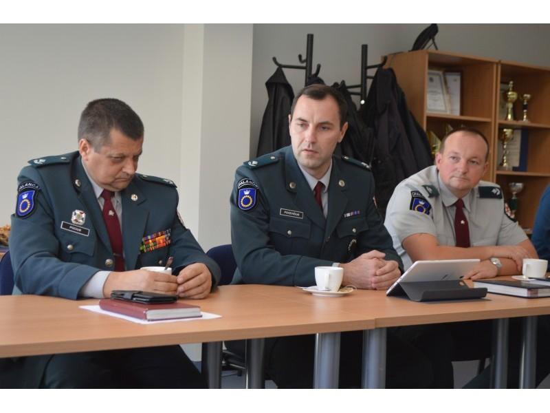 Policijos pertvarkas pristatė Veiklos skyriaus vyr. tyrėjas A. Pocius, Reagavimo skyriaus viršininkas G. Pocevičius ir Veiklos skyriaus viršininkas K. Bončkus.