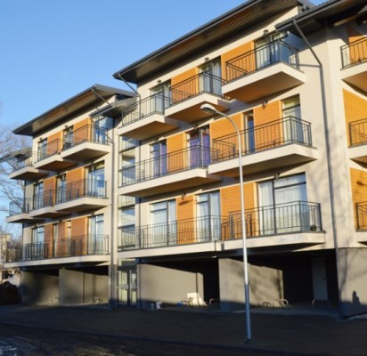 """UAB """"Kauno būstai"""", kurie Palangoje jau yra baigę kelis nekilnojamo turto projektus, šiuo metu strateginėje miesto vietoje, Ganyklų gatvėje, vysto naują NT projektą """"Malūno vilos"""" – stato namus, kuriuose dauguma butų yra iki 50 kv. m."""