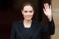 """A. Jolie: """"Galiu pasakyti savo vaikams, kad jiems nereikia bijoti, jog praras mane dėl krūties vėžio"""""""