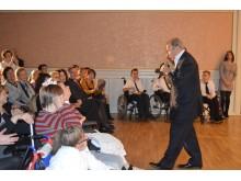Itin jausmingai su negalios įkalintais vaikais bendravo maestro Eduardas Kaniava.