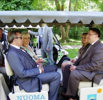 Trečiadienį Palangoje lankėsi Estijos Respublikos Prezidentas Toomas Hendrik Ilves su žmona Evelin Ilves. Pirmąją Estijos porą sutiko Palangos miesto meras Šarūnas Vaitkus su žmona Vilma.