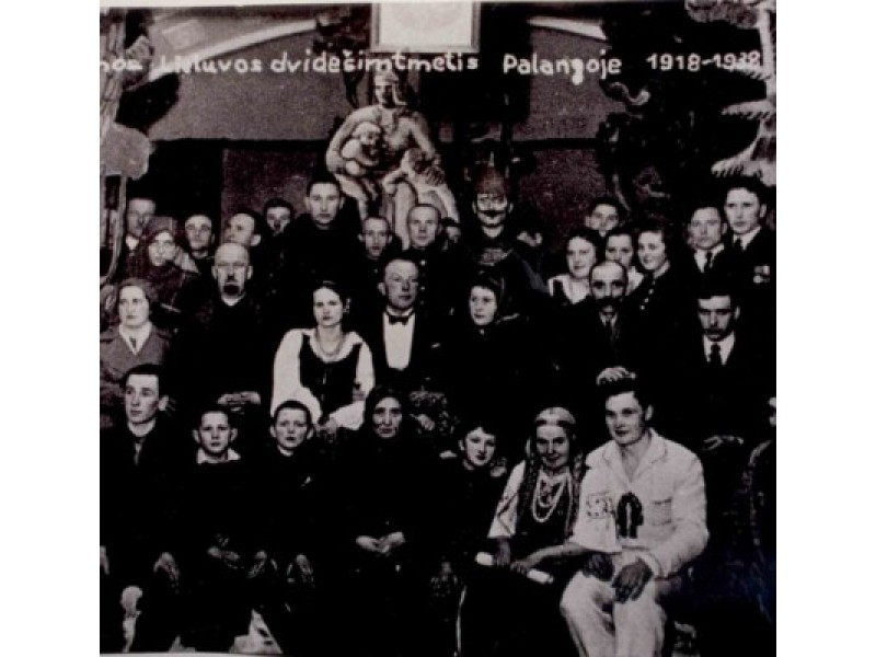 Palangoje, švenčiant Nepriklausomos Lietuvos 20-metį. 1938 m. Butkų Juzė – vaidintojų centre.